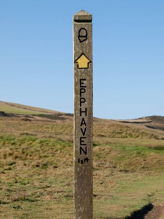 isaac: Single signpost shows to Epphaven on the cornish SW Coast Path between Port Isaac and Polzeath. Stock Photo
