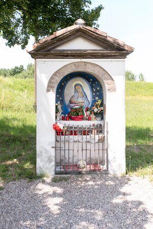 camillo: Wayside shrine Madonnina del Borghetto from the Movie Don Camillo: Monsignor Stock Photo