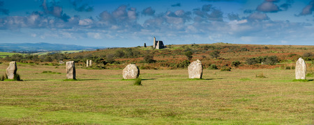 moor: Part of the Hurlers Stone Circle with an abandoned mine building near Minions in Bodmin Moor in Cornwall. Stock Photo