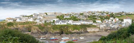 isaac: Panoramic view of the picturesque fishing village Port Isaac in northern Cornwall.