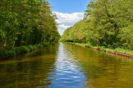 Scenic canal view of the Llangollen Canal near Bettisfield, Wales,UK 版權商用圖片 - 138113847