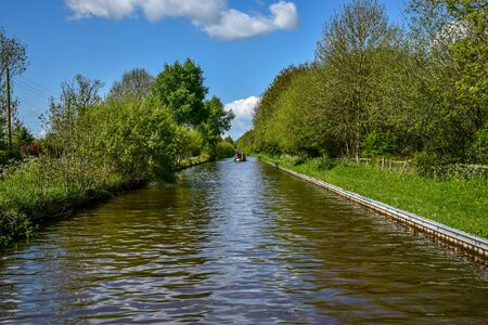 Scenic canal view of the Llangollen Canal near Bettisfield, Wales,UK 版權商用圖片 - 138113228