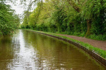 Scenic canal view of the Llangollen Canal near Whitchurch, Shropshire, UK 版權商用圖片 - 138113050