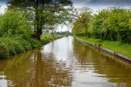 Scenic canal view of the Llangollen Canal near Whitchurch, Shropshire, UK 版權商用圖片 - 138113752