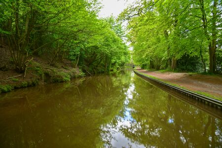 Scenic canal view of the Llangollen Canal near Ellesmere, Wales,UK 版權商用圖片 - 138114277