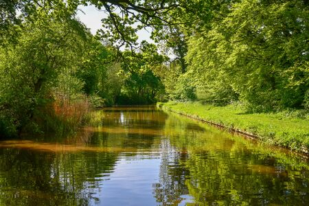 Scenic canal view of the Llangollen Canal near Whitchurch, Shropshire, UK 版權商用圖片 - 140081783