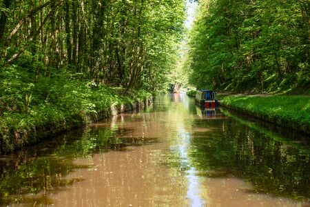 Scenic canal view of the Llangollen Canal near Chirk, Wales,UK 版權商用圖片 - 138133792