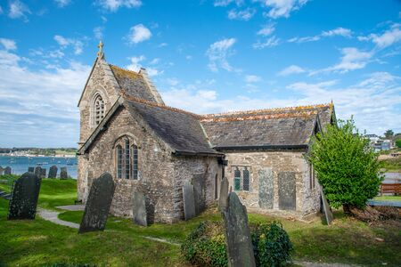 St Michael´s Church, situated in a unique position on the Camel Estuary in Rock, northern Cornwall, UK 版權商用圖片 - 145429683