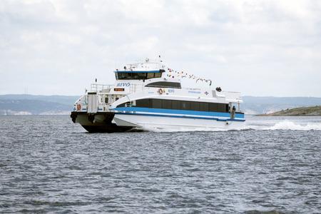 motorizado: Gothenburg, Sweden - june 24, 2017: Ferry in Gothenburg archipelago
