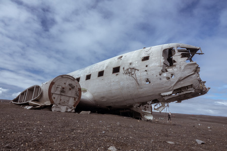 Vik, Iceland-June 11, 2018: In November 21, 1973 a US Navy Douglas R4D-8,  Super DC-3 crashed in the south of Iceland, due to heavy icing. It is a popular site to visit  nowadays. 版權商用圖片
