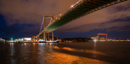 Gothenburg, Sweden- February 23, 2017: Night view of Alvsborg bridge and Hisingen island in view with the Eriksberg crane visible 報道画像