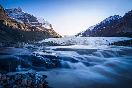Sunset at Columbia Icefield on the Icefield Parkway, Canada 스톡 콘텐츠
