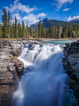 Rainbow at the athabasca falls on the icefield parkway, Canada 스톡 콘텐츠