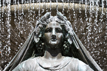 royale: Estatua de La Loire en la fuente de la plaza Real de Nantes Francia