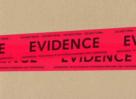 cinta de pruebas sobre cartón