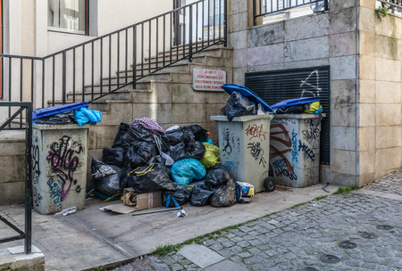 recolector de basura: Trashs and trash bags in the street during a strike of the garbage collectors