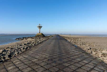 The passage du Gois at low tide (Vendee, France) 版權商用圖片