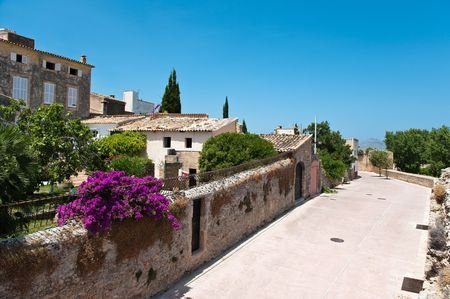 Part of the old town in Alcudia in Spain Standard-Bild