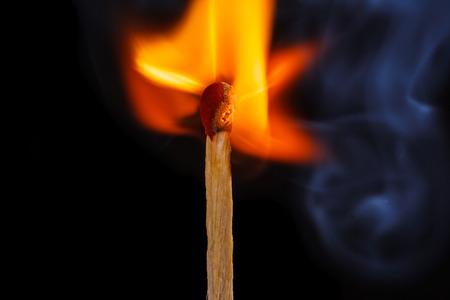 燃えるようなマッチ棒のマクロ撮影
