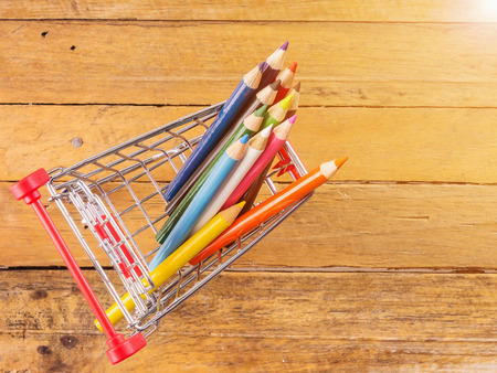Color pencils in miniature shopping cart. Archivio Fotografico - 98251581