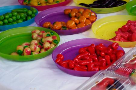 Deletable imitation fruits or Kanom Look Choup Thai desserts deliciously. Banco de Imagens