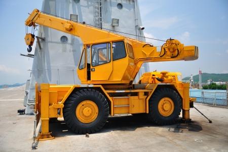 car lift: crane