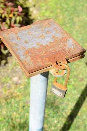 Old and rust key lock metal plate Stock Photo - 16415300