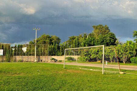 terrain football: Terrain de football à l'école urbaine, Thaïlande