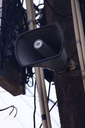 gobierno corporativo: Loudspeakers broadcast