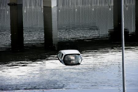 drown: Flood, coche m�s se ahogan en el agua, La calle parecen conducto