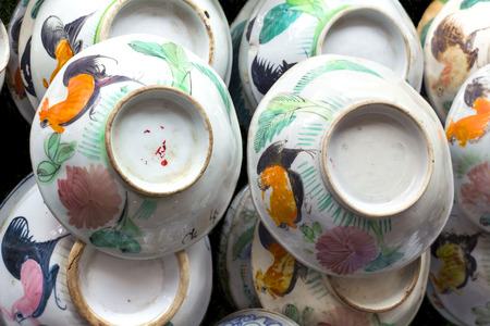 oldie: Chinaware the oldie plate and bowl display at junk shop. Stock Photo