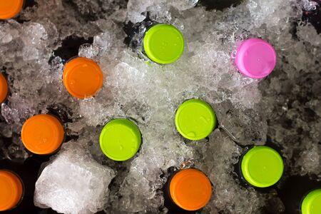 leds: Botella fría en la caja de hielo. Vista superior tiro ver sólo leds botella. Foto de archivo