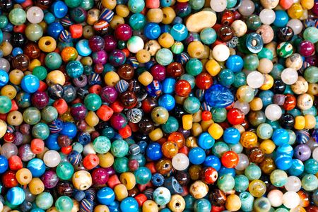 marqueteria: Los antiguos granos de la semilla más color en plano corto.