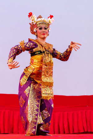 show folk: Ratchaburi, Thailand-April 13, 2016 :  Indonesia ,The ancient  culture dance ,action with eye, face and body movment. Editorial