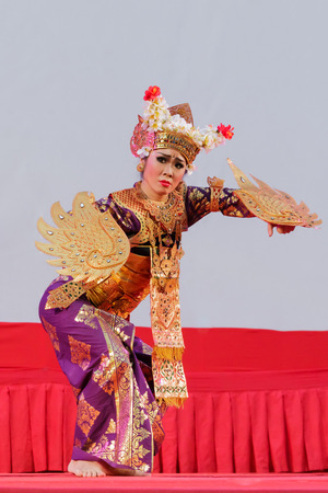 footwork: Ratchaburi, Thailand-April 13, 2016 :  Indonesia ,The ancient  culture dance ,action with eye, face and body movment. Editorial