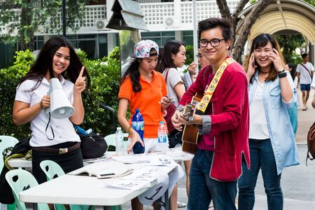 campagne: Bangkok, Thailand - September 18, 2015 : Activities of University student of Thammasat University run for an election student organizations. Along time that Thammasat University is the democracy leader in Thailand.
