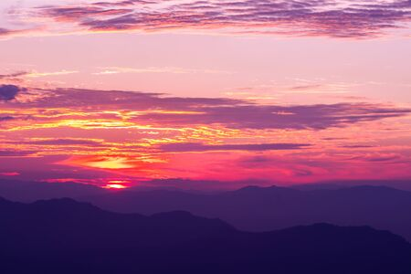 The sunrise scene with mountain and sky in the colorful and vivid. Standard-Bild