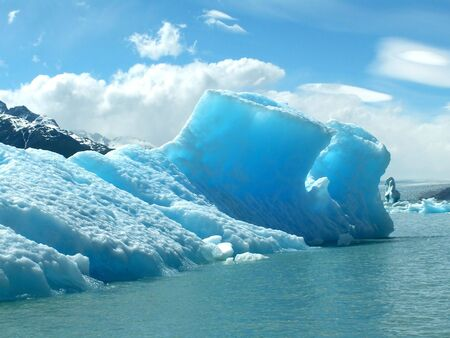 glaciares: Iceberg on the lake in Los Glaciares National Park, Argentina
