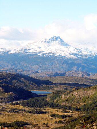 pain�: Neve ridotta montagna nel parco Torres del Paine National, Cile