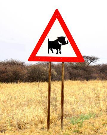 """""""주의해라 - 흑 멧돼지""""(나미비아의 도로 표지판)"""