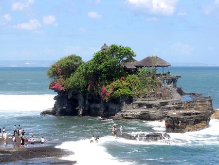 a lot  of: Pura Tanah Lot - a Hindu temple on Bali, Indonesia