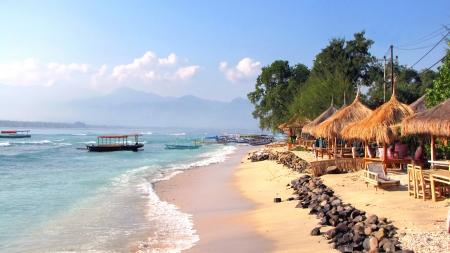 Krásné tropické pláže na ostrově Gili Air, Lombok, Indonésie