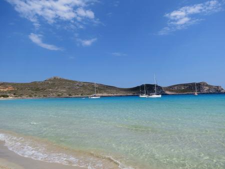 Sailboats at the turquoise bay around the Greek island Elaphonisos 版權商用圖片