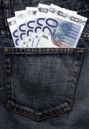 billets euros: Argent de poche en blue-jeans - vingt cinq billets en euros