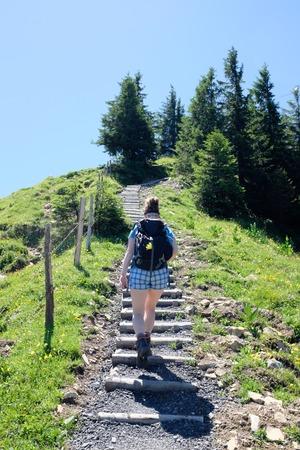 vrouwelijke wandelaar in de Duitse Alpen Stockfoto