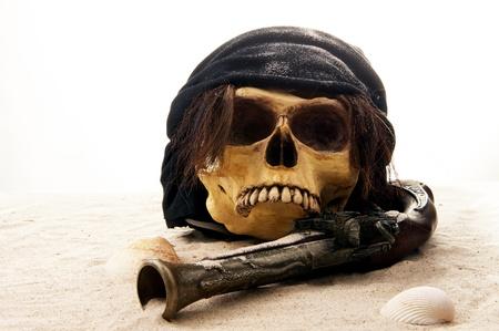 crane pirate: plage de cr�ne de pirate Banque d'images