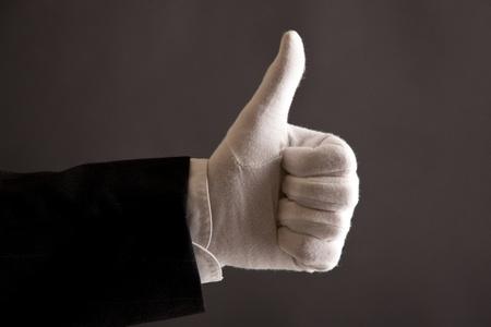 sirvientes: pulgares arriba para servicio de primera clase