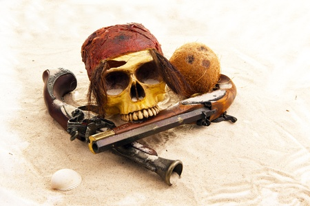 calavera pirata: piratas del cráneo en la playa