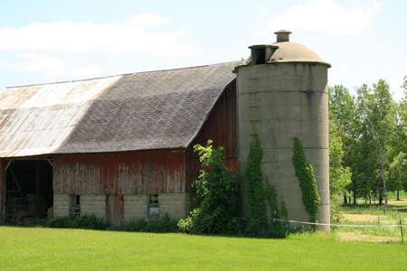 Barn with silo Banco de Imagens