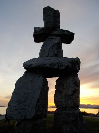 inukshuk: Inukshuk statue in Vancouver at sunset Stock Photo